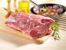 Rått snitt för fyrkant för grisköttskuldra med benet Royaltyfria Foton