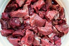 Rått tärnat vildsvin- och rådjursköttkött royaltyfria foton