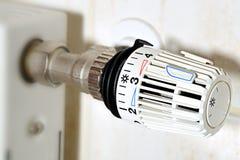 Règlement de coût de chauffage, thermostat Images stock
