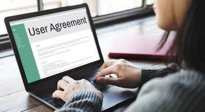 Règlement de politique de règle de termes et conditions d'accord d'utilisateurs concentré images stock