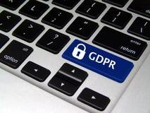 Règlement général GDPR - bouton de protection des données d'ordinateur portable image stock