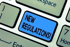 Règlements des textes d'écriture de Word nouveaux Le concept d'affaires pour le changement des lois ordonne le clavier d'entrepri images stock