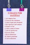 11 règles de valeurs sur le courrier d'autocollants sur le fond foncé Photo stock