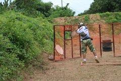 Réaction de pousse à une arme à feu photos stock