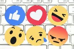 Réactions compréhensives d'Emoji sur le clavier d'ordinateur Photographie stock libre de droits