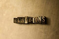 RÉACTIONS - plan rapproché de mot composé par vintage sale sur le contexte en métal illustration de vecteur