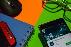 Réalisateur APP de difficulté d'Adobe Photoshop sur l'écran de Smartphone photographie stock libre de droits