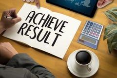 RÉALISEZ la boussole de RÉSULTAT, l'homme d'affaires Results et les attentes, Image libre de droits