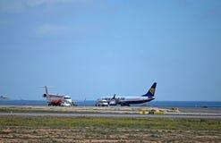 Réapprovisionnement en combustible d'avions Photos libres de droits