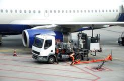 Réapprovisionnement en combustible d'un avion Images libres de droits