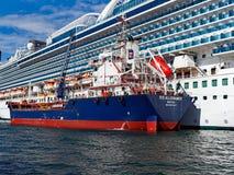 Réapprovisionnement en combustible de bateau de croisière Photos libres de droits