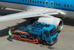 Réapprovisionnez en combustible l'avion Photographie stock