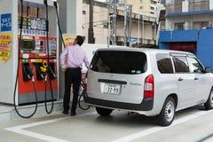 Réapprovisionnez en combustible la voiture image libre de droits