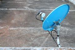 Récepteur satellite de plat bleu Photos libres de droits