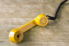 Récepteur téléphonique jaune Photographie stock libre de droits