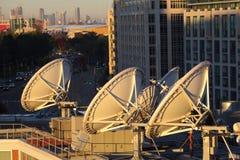 Récepteurs paraboliques de technologie spatiale d'antenne parabolique photographie stock libre de droits