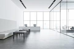 Réception blanche dans un bureau panoramique, sofa illustration libre de droits