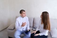 Réception consultative du type de cardiologue de docteur qui emploie le tonom image stock