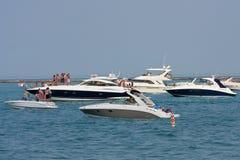 Réception de gens sur des bateaux ancrés sur le lac Michigan images stock