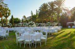 Réception de mariage extérieure Décorations de mariage Photo libre de droits