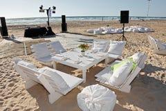 Réception de mariage sur la plage, extérieure. Image stock