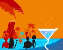 Réception de nuit de l'eau : Les gens dans le regroupement et le Martini frais Image libre de droits