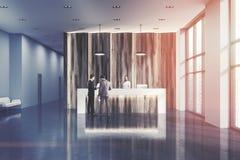 Réception en bois dans un bureau moderne modifié la tonalité Images stock