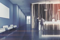 Réception en bois de bureau, personnes de salle d'attente Images libres de droits