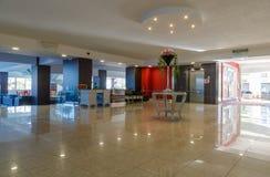Réception et lobby de station de vacances européenne cinq étoiles Grèce, Rhodes Images libres de droits