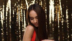Réception Femme ayant l'amusement, Champagne And Dancing potable banque de vidéos