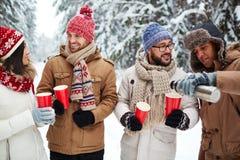 Réchauffage en hiver Photos stock