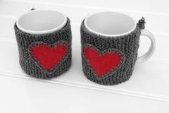Réchauffeur de tasse sur une table Photo stock