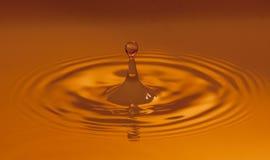 Réchauffez la baisse colorée de l'eau Photo libre de droits