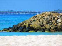 Récif, station de vacances et océan Images libres de droits