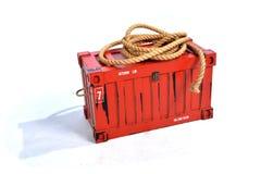 Récipient d'expédition rouge avec la corde sur le fond blanc photos stock