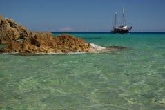 Récipient de bateau près de côte de S.Margherita Images libres de droits
