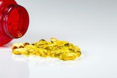 Récipient de capsules de gel d'huile de poisson d'Omega 3 Image stock