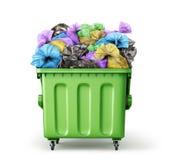 Récipient de déchets complètement de sacs de déchets photographie stock libre de droits