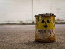 Récipient de matériel de Rusty Radioative Photos libres de droits