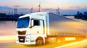 Récipient de transport de camion Transport de fret l'Europe infrastructure industrielle image libre de droits