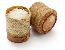 Récipient en bambou de riz collant photographie stock