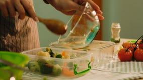 Récipient en plastique de légumes de nutrition de préparation de repas banque de vidéos