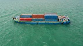 Récipient, navire porte-conteneurs dans les importations-exportations et affaires logistiques, Photographie stock libre de droits