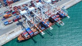 Récipient, navire porte-conteneurs dans les importations-exportations et affaires logistiques, Photographie stock