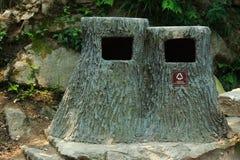 Récipient original de déchets en parc de Huangshan Images stock