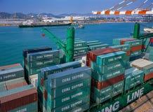 Récipients d'expédition de port photos stock