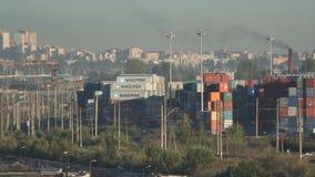 Récipients dans la ville, les affaires et les finances, Russie banque de vidéos