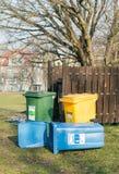 Récipients de déchets en plastique Photo stock
