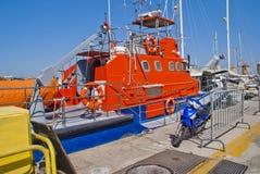 Récipients de garde-côte au port de mandraki photographie stock