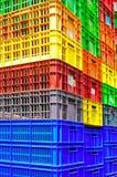Récipients en plastique colorés Image libre de droits